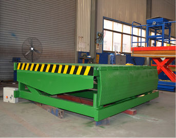 China Fixed Hydraulic Truck Ramp Automatic Dock Levelers with Anti Skid Checkered Steel Plate supplier