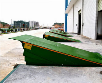 China Warehouse Loading Dock Lift Systems , 8 Ton Steel Yard Ramp Truck Dock Leveler supplier