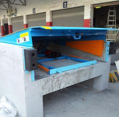 China Safety 12 Ton Loading Dock Leveler , Hydraulic Warehouse Truck Dock Equipment supplier