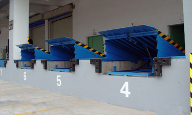 China 8 Ton Fixed Loading / Unloading Hydraulic Dock Leveler with High Strength Manganese Steel distributor