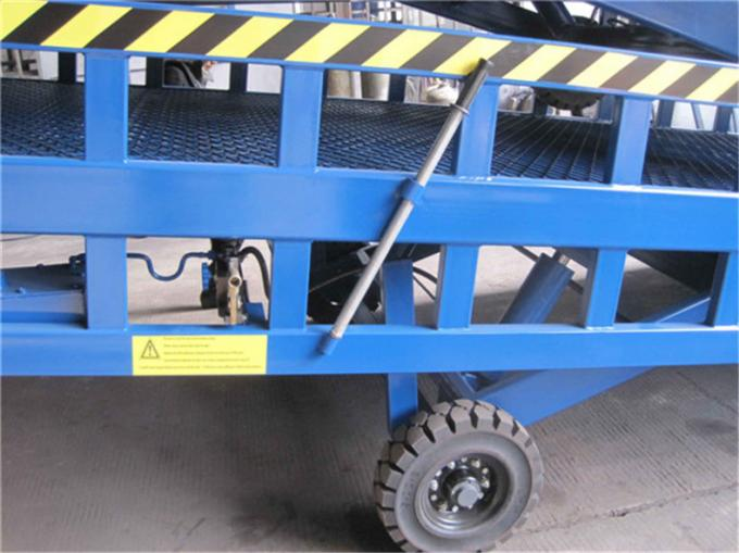 Mobile Hydraulic Adjustable Container Loading Ramps with 0.9m - 1.8m Lifting Height