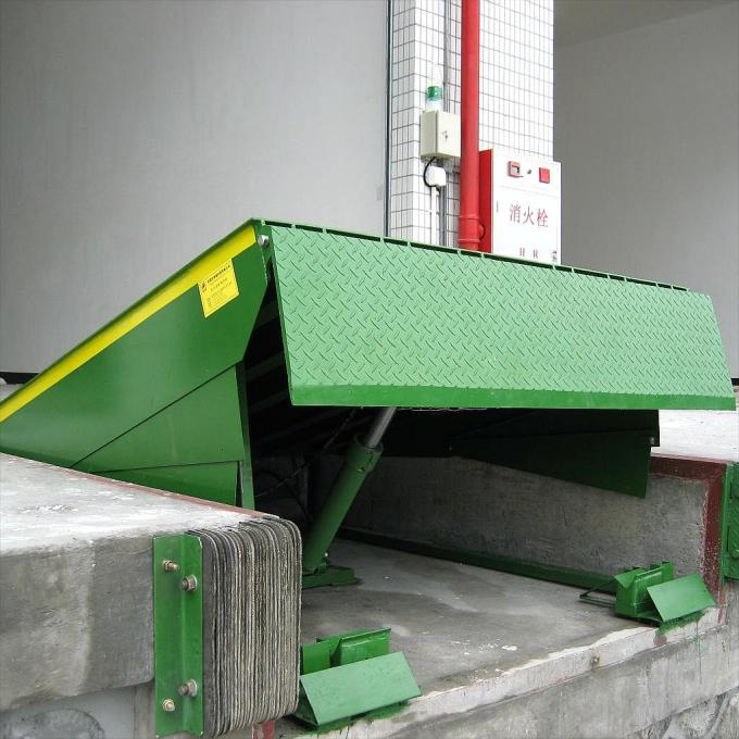Fixed Hydraulic Truck Ramp Automatic Dock Levelers with Anti Skid Checkered Steel Plate